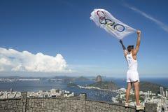 Olympische Atleet met Vlag Rio de Janeiro Stock Afbeelding