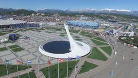 Olympische Feuer-Schüssel SOCHIS, RUSSLAND Sochi in der Olympiapark-Antenne Olympische Feuer-Schüssel Sochis im Park Zentrale Ste Lizenzfreie Stockfotos