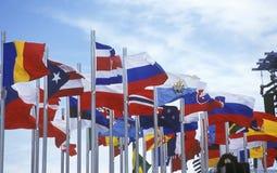 Olympische Flaggen, die während 2002 Winter Olympics, Salt Lake City, UT fliegen Stockfotografie