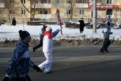 Olympische Flamme. Ufa-Stadt, respublika Bashkortostan, Russland, am 20. Dezember 2013 Jahr. Stockbilder