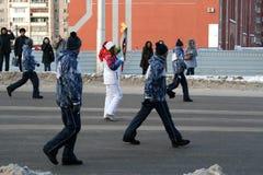 Olympische Flamme. Ufa-Stadt, respublika Bashkortostan, Russland, am 20. Dezember 2013 Jahr. Lizenzfreie Stockfotografie