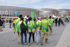 Olympische Freiwillige an Carioca-Komplex Stockfotografie
