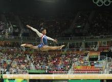 Olympische kampioen Simone Biles van Verenigde Staten die op de evenwichtsbalk bij de globale gymnastiek van vrouwen in Rio 2016  royalty-vrije stock afbeeldingen