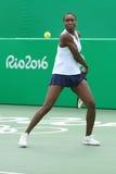 Olympische kampioen Venus Williams van de V.S. in actie tijdens gemengde dubbelengelijke van Rio 2016 Olympische Spelen royalty-vrije stock fotografie