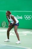 Olympische kampioen Venus Williams van de V.S. in actie tijdens gemengde dubbelengelijke van Rio 2016 Olympische Spelen royalty-vrije stock foto's