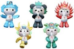 Olympische Maskottchen in einer olympischen Ringanordnung Lizenzfreies Stockfoto