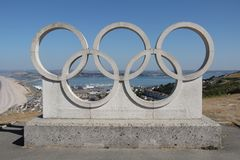 Olympische Ring-Skulptur, Portland, Dorset stockfoto