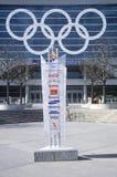 Olympische Ringe auf Seite des Deltas zentrieren während 2002 Winter Olympics, Salt Lake City, UT Lizenzfreie Stockfotos