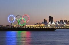 Olympische Ringe im Vancouver-Hafen Stockfotografie