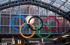 Olympische Ringe Station an der Str.-Pancras, London Stockfoto