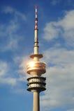 Olympische Toren door het park Stock Fotografie