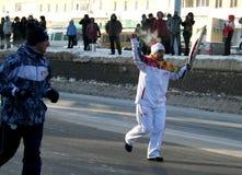 Olympische vlam. De stad van Oefa, respublika Bashkortostan, Rusland, 20 december, het jaar van 2013. Royalty-vrije Stock Foto