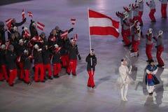 Olympischer Meister Anna Veith, welche die Flagge von Österreich die österreichische Olympiamannschaft beim PyeongChang führend 2 Lizenzfreies Stockbild