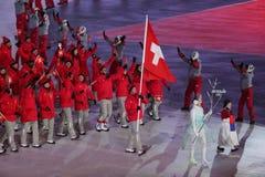 Olympischer Meister Dario Cologna, der die Flagge von der Schweiz die Schweizer Olympiamannschaft an den 2018 Winter Olympics füh Lizenzfreies Stockbild