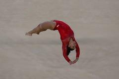 Olympischer Meister Laurie Hernandez von Vereinigten Staaten während einer künstlerischen Gymnastikbodenübungsschulungseinheit fü Lizenzfreie Stockfotografie