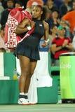 Olympischer Meister Serena Williams von Vereinigten Staaten nach Frauen sondert ringsum Match zwei des Rios 2016 Olympische Spiel Stockfotos