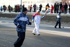 Olympisk flamma. Ufa stad, respublika Bashkortostan, Ryssland, 20 december, 2013 år. Royaltyfri Bild