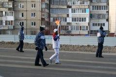 Olympisk flamma. Ufa stad, respublika Bashkortostan, Ryssland, 20 december, 2013 år. Arkivfoton