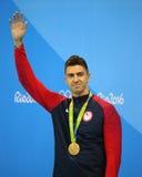 Olympisk mästare Anthony Ervin av Förenta staterna under medaljceremoni efter finalen för fristil för man` s 50m av Rio de Janeir Royaltyfri Fotografi
