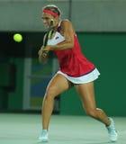 Olympisk mästare Monica Puig av Puerto Rico i handling under tenniskvinnors finalen för singlar av Rio de Janeiro 2016 OS Royaltyfri Fotografi