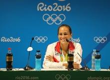 Olympisk mästare Monica Puig av Puerto Rico under presskonferens efter seger på finalen för singlar för tenniskvinna` s av Rio de Royaltyfri Fotografi