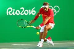 Olympisk mästare Rafael Nadal av Spanien i handling under mäns kvartsfinalen för singlar av Rio de Janeiro 2016 OS Royaltyfria Foton