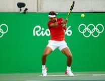 Olympisk mästare Rafael Nadal av Spanien i handling under mäns kvartsfinalen för singlar av Rio de Janeiro 2016 OS Royaltyfria Bilder