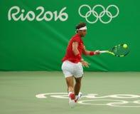 Olympisk mästare Rafael Nadal av Spanien i handling under mäns matchen för runda för singlar först av Rio de Janeiro 2016 OS Arkivfoto