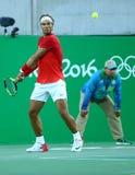 Olympisk mästare Rafael Nadal av Spanien i handling under semifinalen för singlar för man` s av Rio de Janeiro 2016 OS Arkivbild