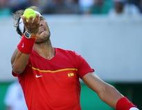 Olympisk mästare Rafael Nadal av Spanien i handling under semifinalen för singlar för man` s av Rio de Janeiro 2016 OS Arkivfoton