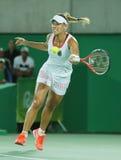 Olympisk silvermedaljör Angelique Kerber av Tyskland i handling under sista tenniskvinnors singlar Arkivbild