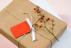 Omärkta slågna in gåvor arkivbild