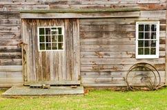 omålad ladugårdsida Arkivfoto
