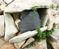 Om玛尼padme嗡嗡声向佛经扔石头 库存图片