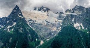 Om bergen och glaciärerna Arkivbild