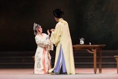 """Om de alcohol-derde handeling Mannelijke Gele wijn-Kunqu Opera""""Madame Witte Snake† te drinken stock foto"""