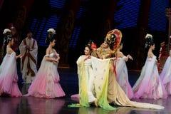 Om de bloem-tweede handeling te dragen: een feest in de van het paleis-heldendicht de Zijdeprinses ` dansdrama ` stock fotografie