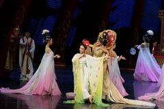 Om de bloem-tweede handeling te dragen: een feest in de van het paleis-heldendicht de Zijdeprinses ` dansdrama ` royalty-vrije stock afbeelding