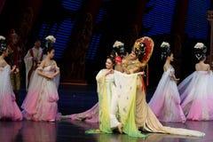 Om de bloem-tweede handeling te dragen: een feest in de van het paleis-heldendicht de Zijdeprinses ` dansdrama ` royalty-vrije stock fotografie