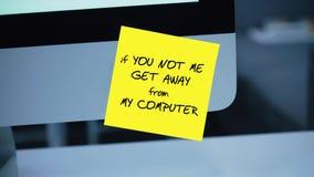 Om dig mig inte att få i väg från min dator Inskriften på klistermärken på bildskärmen stock illustrationer