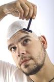 Om du är ett skalligt, bör du raka ditt huvud Royaltyfria Foton