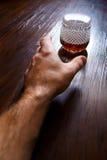 Om een glas te krijgen Stock Foto's