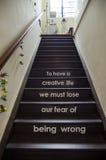 Om het creatief leven te hebben moeten wij onze vrees om verkeerd te zijn kwijtraken Stock Foto