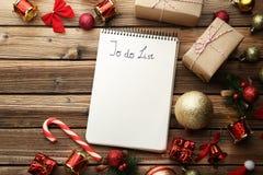 Om lijst met Kerstmisdecoratie te doen stock foto's