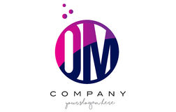 OM O M Circle Letter Logo Design avec Dots Bubbles pourpre Photos libres de droits