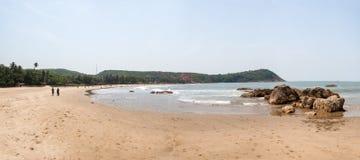 OM setzen auf den Strand Lizenzfreie Stockfotografie