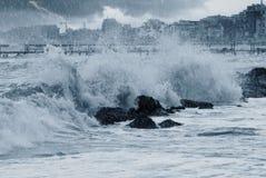 om vaggar waves Arkivbild