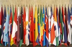 Om van wereldvlaggen polen stock afbeeldingen