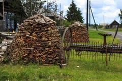 Om woodpile Stock Afbeeldingen