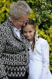 Oma en meisje Stock Foto's